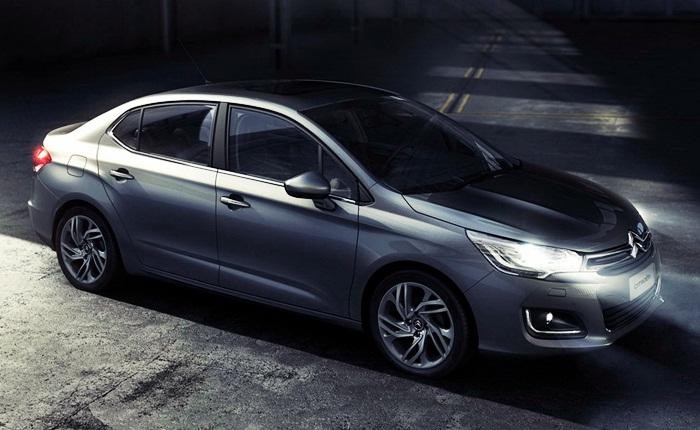 A Citroën da Argentina revelou as duas primeiras imagens da nova geração do C4 Pallas, que passará a ser chamada de Lounge. O sedã será lançado durante o S...